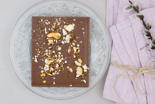 Milchschokolade Domori mit karamellisierten Cashewnüssen Cashewkerne Tafelschokolade