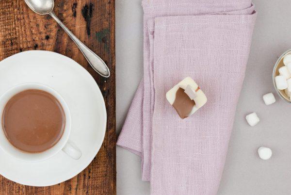 Weiße Kuvertüre Karamellkuvertüre Valrhona Trinkschokolade am Löffel
