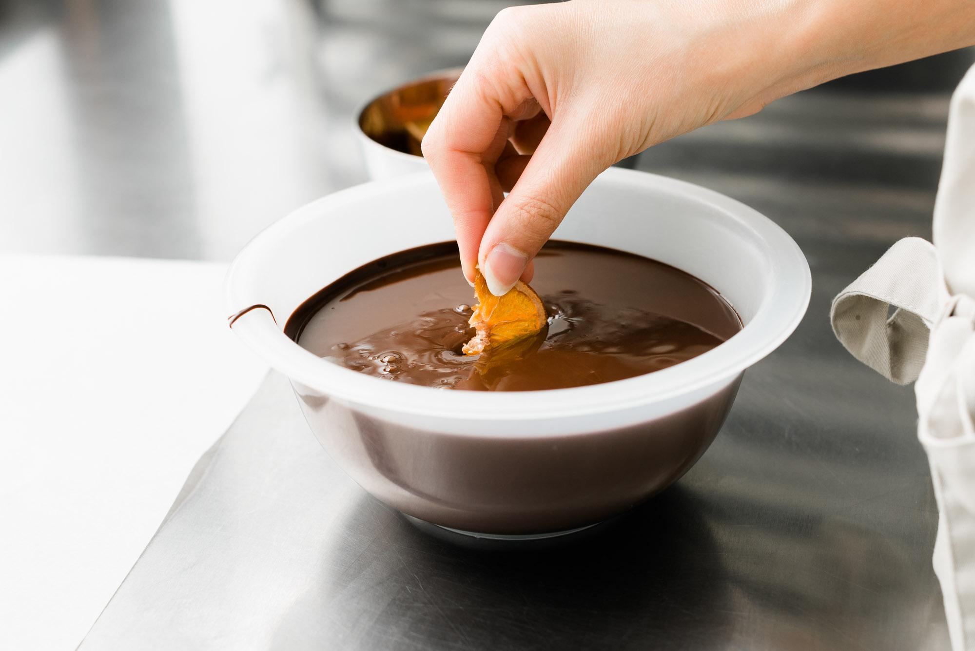 Kandierte Glühwein Orangen in Schokolade tauchen