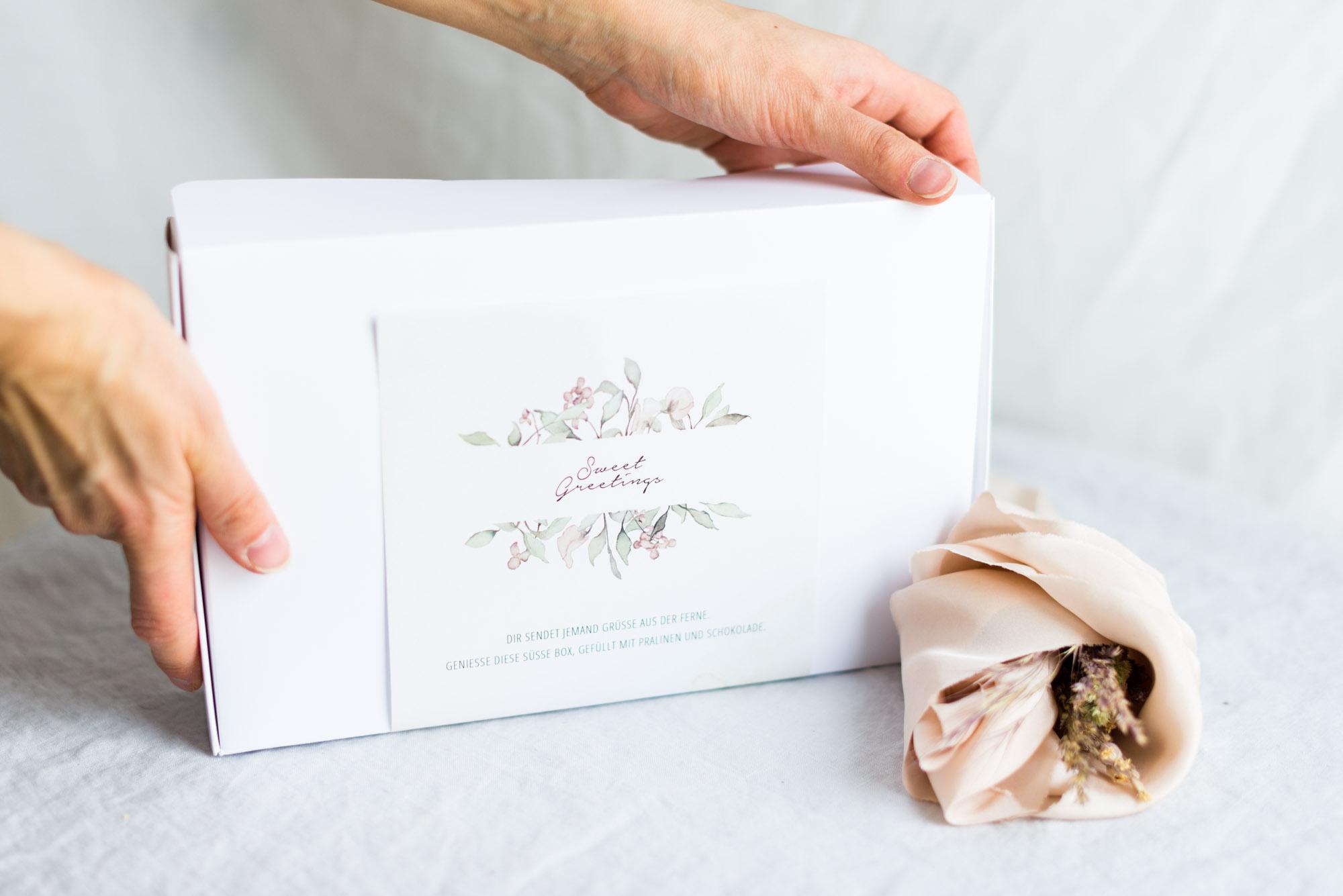Pralinen und Schokoladenbox Sweet Greetings mit persönlicher Grußkarte
