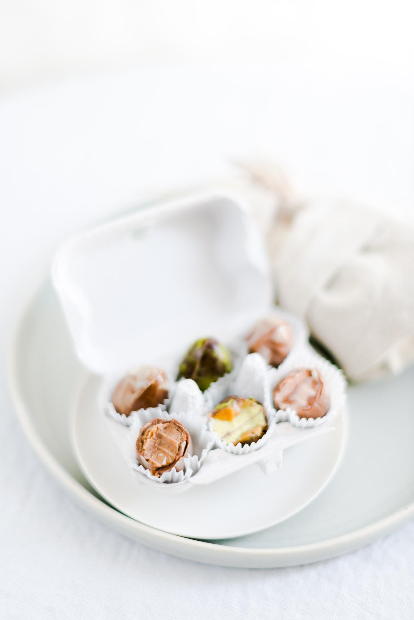 Osterei Pralinen im Eierkarton Schokoladenkollektion Ostern